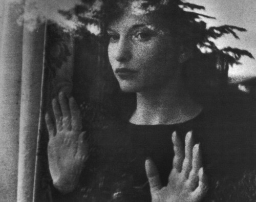 Maya-Deren-Meshes-of-the-Afternoon-1943