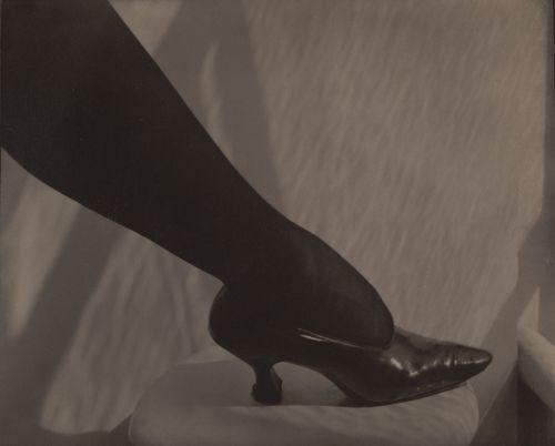 01_Alfred_Stieglitz_Dorothy_True_1919_1